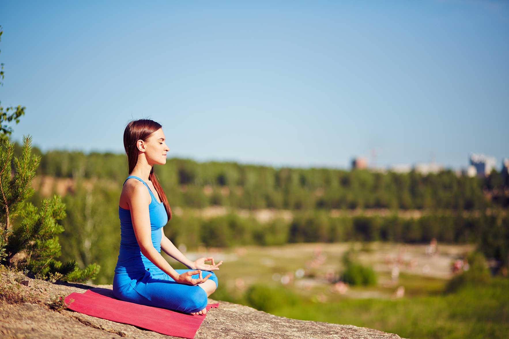 outdoor-yoga-PDUNPVA